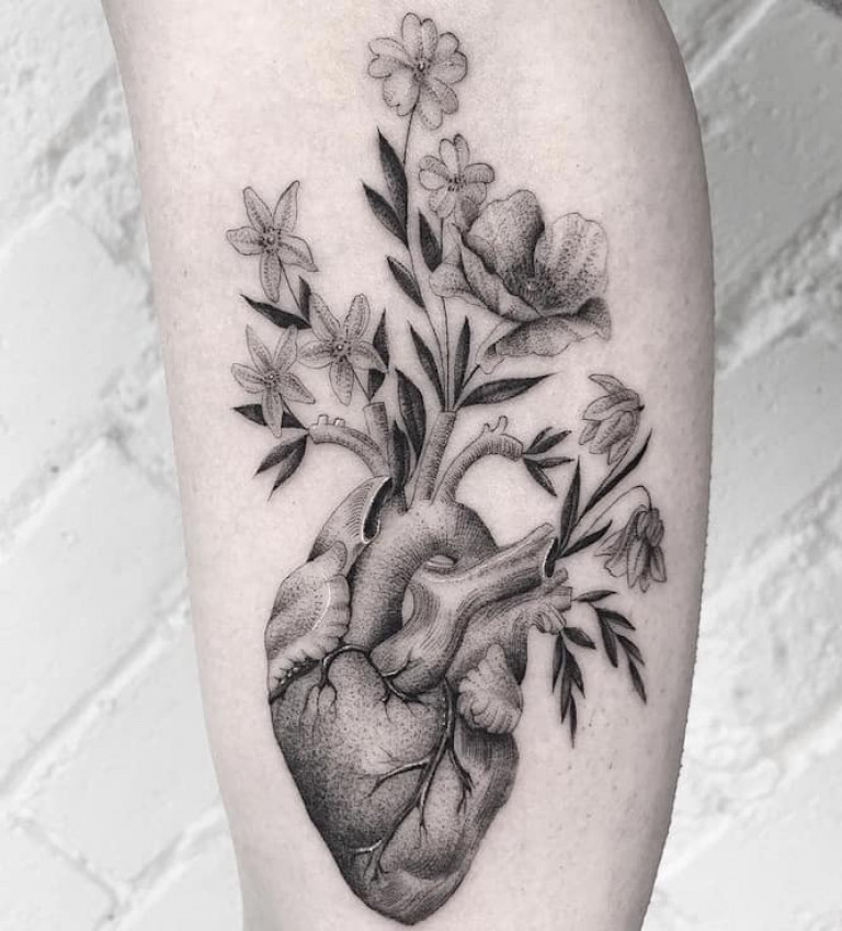 fine-line-tattoo-heart-and-flowers