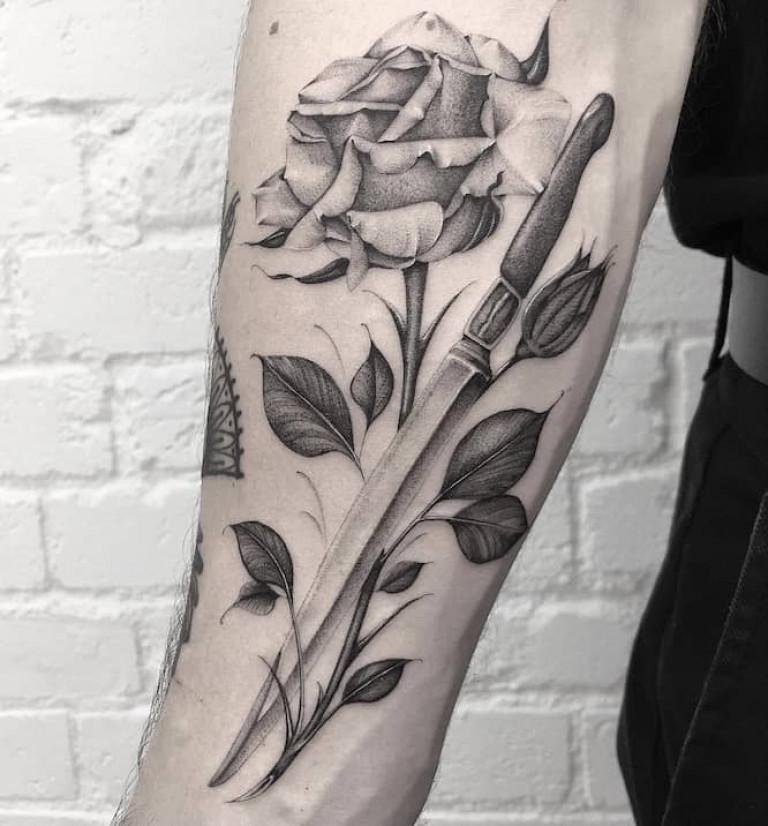 rose-and-dagger-fine-line-tattoo
